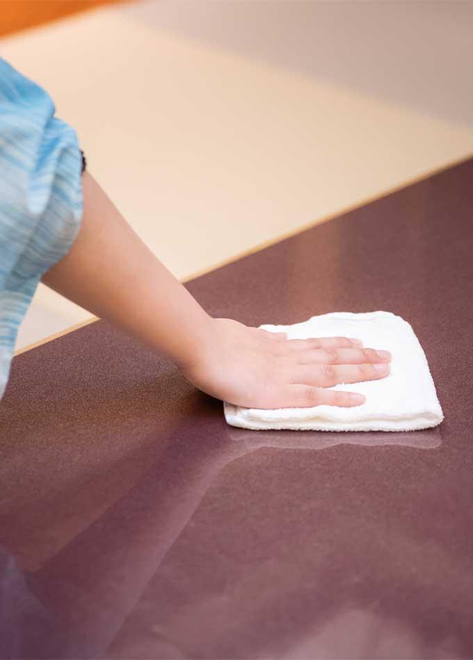ご利用退席後は抗ウイルス除菌製剤での清掃を実践