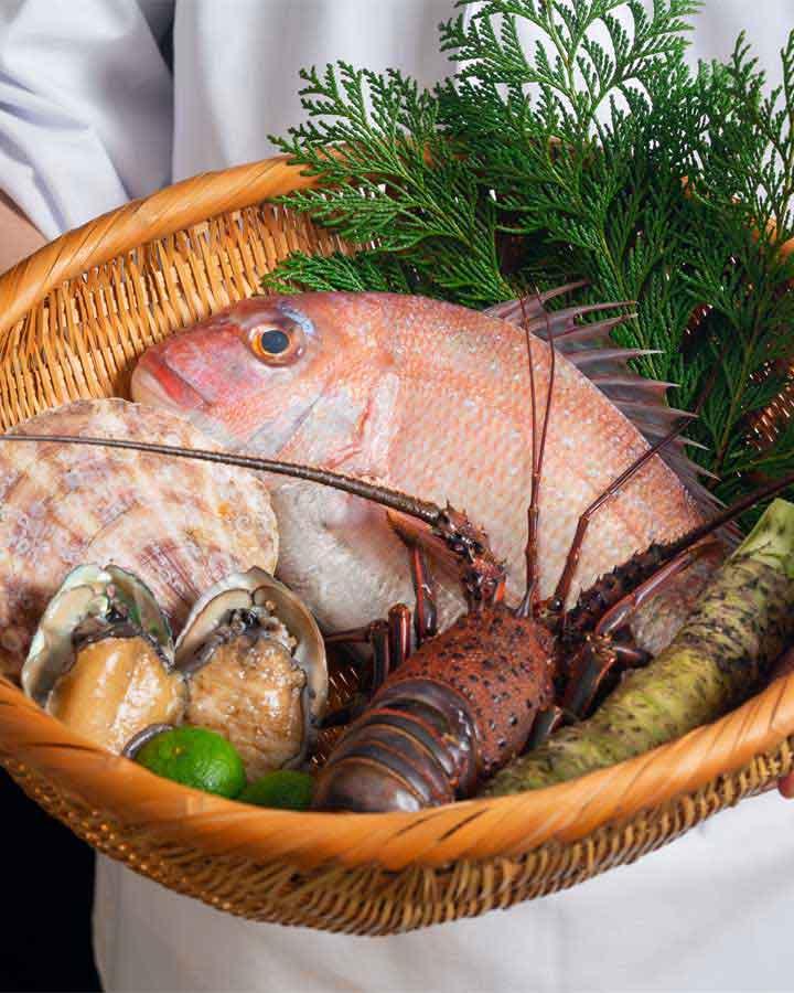 季節にあわせた旬の食材、鮮度にこだわった産地直送品旬の食材を組み合わせた料理